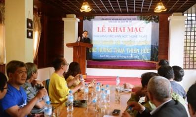 """Khai mạc trại sáng tác văn học nghệ thuật """"Con người và thiên nhiên quê hương Thừa Thiên Huế"""" năm 2015"""