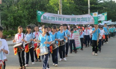 Vườn quốc gia Bạch Mã phối hợp với trường THCS Dân Tộc Nội Trú huyện Nam Đông tổ chức buổi diễu hành, cổ động bảo vệ rừng