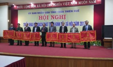 Vườn quốc gia Bạch Mã được UBND tỉnh Thừa Thiên Huế trao tặng cờ Đơn vị dẫn đầu phong trào thi đua năm 2016